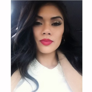 ardell LAshes in #134 Bright pink lips. Natural Shadow