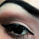 Neutral Brown Make Up Look