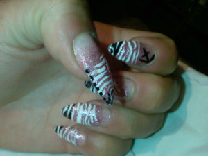 this nail art is simple and have a good effect :P