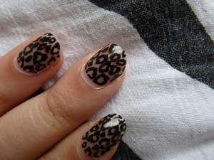 Leopardprint Gel Stickers from Essence. For a review and picutures, go to http://nailsbystephanie.blogspot.com/2012/05/essence-nail-fashion-stickers-gel-style.html