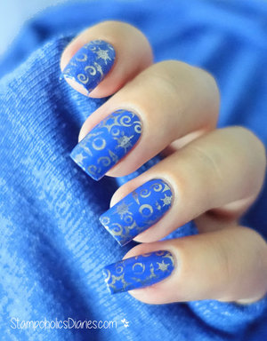 http://stampoholicsdiaries.com/2015/11/22/blue-and-gold-winter-nails-with-essie-and-konad/