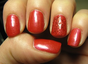 My newest pigment by Essence! Mixed with 'color of arts' base coat & some glitter...