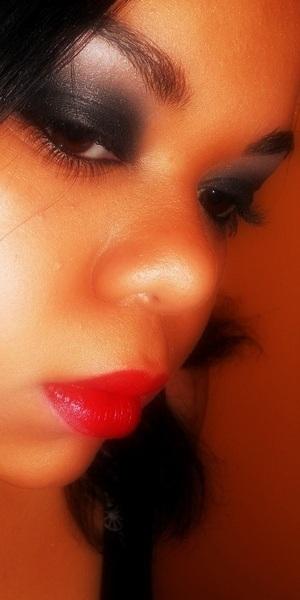Red lips && Shimmery Smokey eye