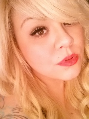Takin a pic near lighting showing off my red lippy lol