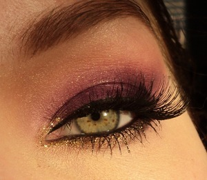 Will upload collage later on. I used the sleek sparkle 2 palette for this look. Lashes are red cherry #43. For some extra sparkle I used nyx glittereyeliner in gold. Follow me on instagram: http://instagram.com/makeupbyeline/