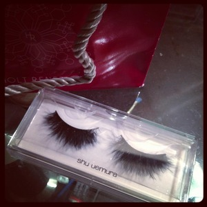 Went to work early today so I decided to go to Holt Renfrew and bought these gorgeous Shu Uemera hand made feather lashes for about $35. can't wait to wear them on New Years!