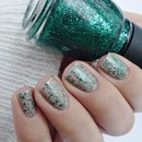 China Glaze - Pine-ing For Glitter ( Twinkle 2014 )