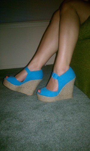 Gorgeous turquoise wedges! I love them! :D so comfy!