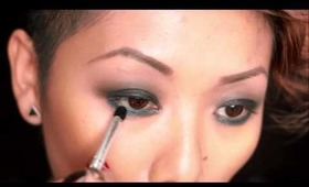 HOW TO : Black Smokey Eyes