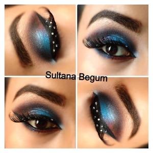 Blue , red and black smokey eyes used dramatic eye lashes   Follow on Instagram @sullymalik