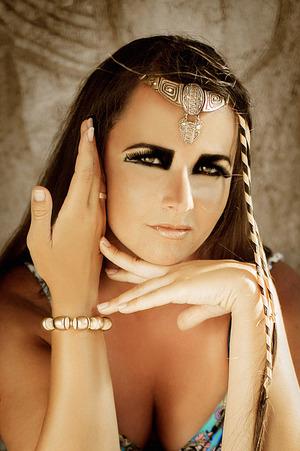 Model: Neringa Vaidilienė Photo: Nerijus Šabanauskas Make up: Beauty Suggestions (Dalė G.)