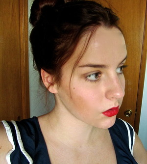 A red lip ought to be the center of attention, therefore everything else should be as subtle as possible.