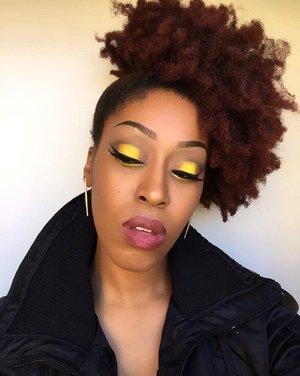🌻Sunflower🌻 #myhaircrush #mua #morphebrushes #houstonmua #elfcosmetics #dallasmua #maybelline #maccosmetics #highpuff #teamnatural_ #afro #naturalhair #naturalrootsista #returnofthecurls2 #realtechniques #yellow #sunflower #myblackisbeautiful
