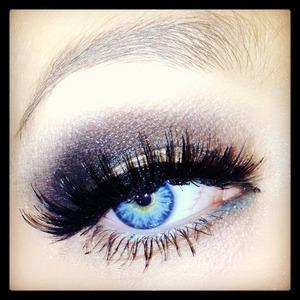 Nice gold and blue smokey eye