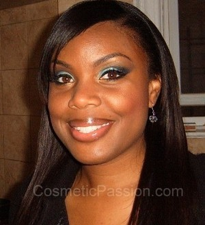 Teal/Blue Eyes w/Natural Lips--> http://www.cosmeticpassion.com/2011/05/look-of-day-tealblue-eyes-with-natural.html