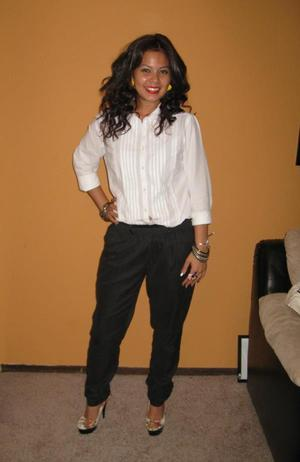 Harlem pants from H&M, Just regular buttom up shirt I had laying around, and Pumps are  Chinese Laundry