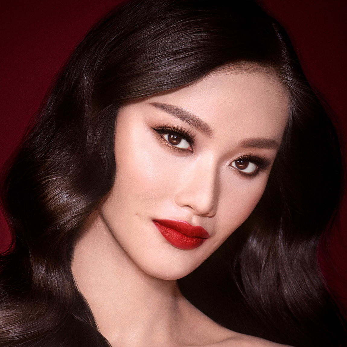Charlotte Tilbury Get the Look The Bombshell product swatch.
