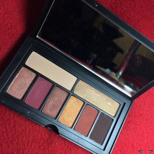 Just because a product is raved about, doesn't mean it's of top notch quality. See my review of the new Smashbox Cover Shot Eye Pallet in Ablaze here: http://theyeballqueen.blogspot.com/2017/02/smashbox-cosmetics-cover-shot-eye.html
