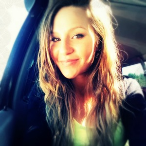 Sittin' in the bright sunlight <3 Love the sun and it gives pictures the most beautiful glow!!