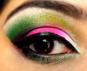 Pink and green looks so cool!