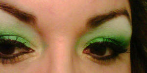 -Green Ca$h Gold The Victoria Secret Luminous Shadow in GOLD SCHOOL underneath made this look legit for me