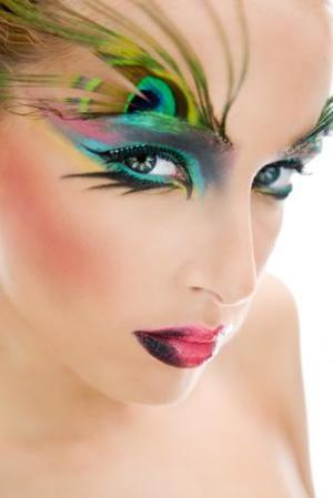 I like this because I think she blended the eyeshadow very well and the design is amazing.