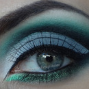 Green, gray dramatic cut crease