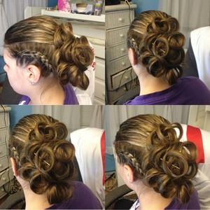 This is another prom hair style I did just for fun 😍💗(I hate that bobby pin that you can see 😒)