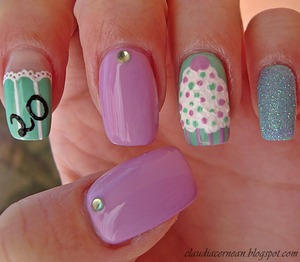 Tutorial on : http://claudiacernean.blogspot.ro/2013/03/unghii-aniversare-birthday-nails.html