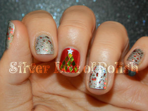Glittery Christmas nails.