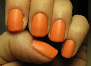 Essence polish 'latex effect' (+ special effects matte polish): Rebels collection