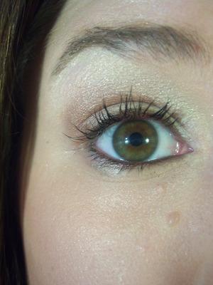 Soft Day Look: Bronzed Coco Puffs  http://meetmakeup.blogspot.com/2011/06/eye-look-bronzed-kiss.html