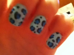 Blue cheetah nails!