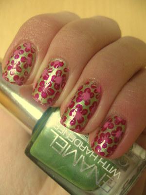 http://arvonka-nails.blogspot.com/2012/03/gabriella-salvete-flower-nail-art.html