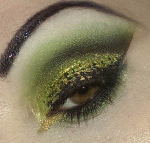 Glittery black & chartreuse eyes with speckled liner