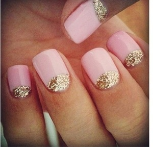I'm in love with these nails, but there not mine.