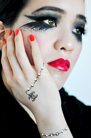 A look inspired by the classic chanel. More on my blog: http://the-androgyne-us.blogspot.ca/