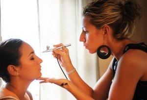 Airbrush Makeup/Kett