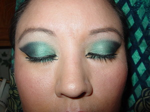 Urban decay  15 yr anniversary palette in Deep end (aqua) evidence (blue) blackout (mate black) vanilla (light yellow) and L'Oreal HIP  shadow pigment in visionary