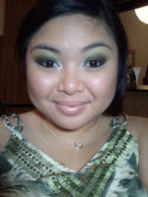 Green Smokey Eye to match my top lol
