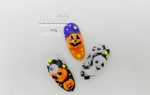 How do you do your nail art for Halloween?  I made DIY Halloween nail art with Korean pumpkins :D Let's see them at http://saranail.blogspot.kr/2013/10/pumpkin-nail-art-for-halloween-korean.html