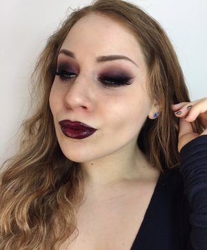 Turn the vamp on! A dark option for Valentine's Day ;) http://theyeballqueen.blogspot.com/2017/01/valentines-day-vampy-berry-lips-smokey.html