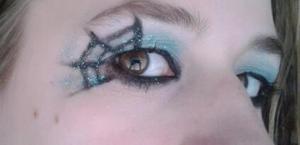 Blue eyeshadow, black liner and gitter. gotta love
