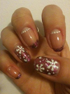 Quick last minute Christmas glitter and snowflake manicure