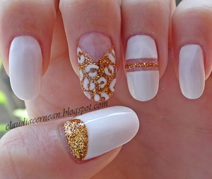Tutorial on : http://claudiacernean.blogspot.ro/2013/06/unghii-albe-cu-auriu-white-and-golden.html