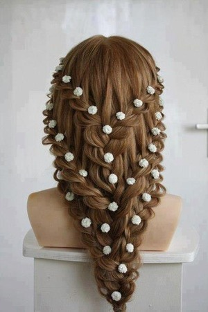 Saw this hair style and thought it was beautiful specially for a wedding