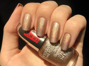For more photos click here: http://arvonka-nails.blogspot.sk/2012/06/pupa-milano-holographic-taupe.html