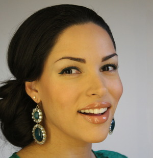Create this classy look quickly! Gather all hair to one side, pull through halfway and pin! http://thedressychick.com