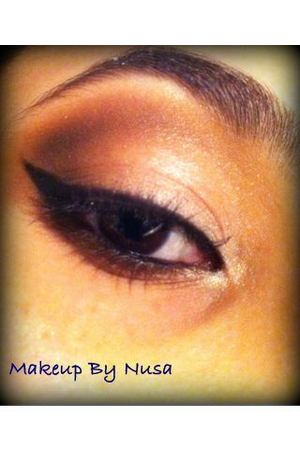 A holiday settle sparkle makeup I did..