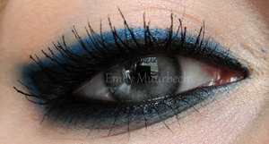 Easy blue/ black eyeliner using the 120 palette!  http://trickmetolife.blogg.se